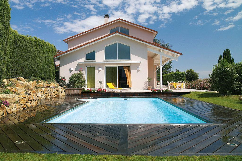 Traumhafter Swimmingpool im Garten