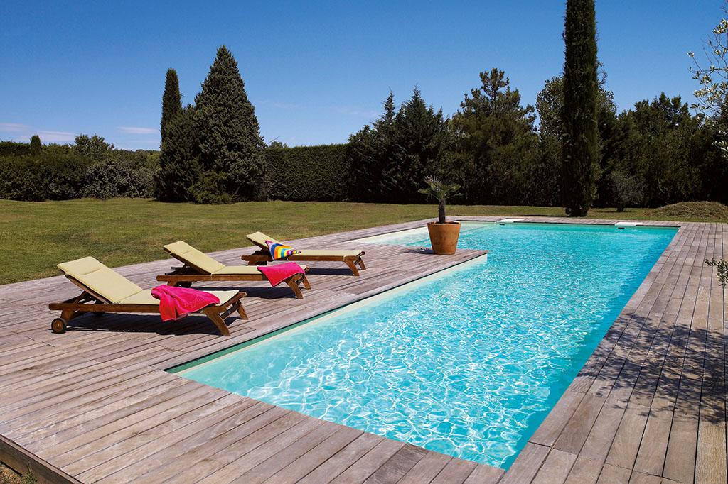 Pool mit Liegen zum Entspannen