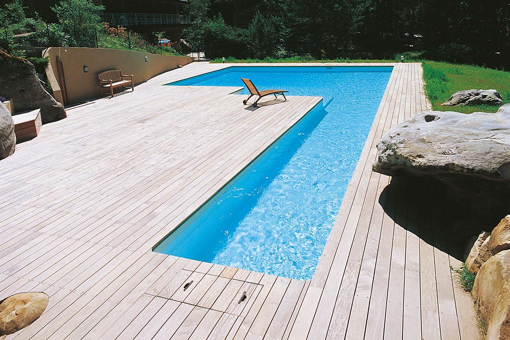 Großer Pool in L-Form