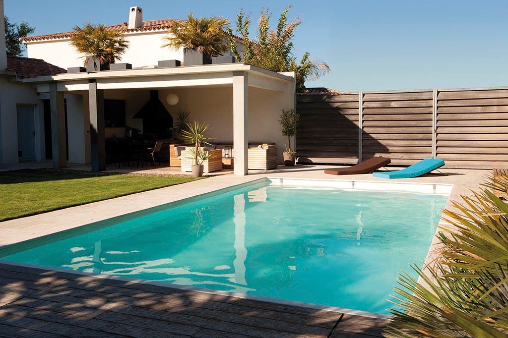 Pool in quadratischer Form