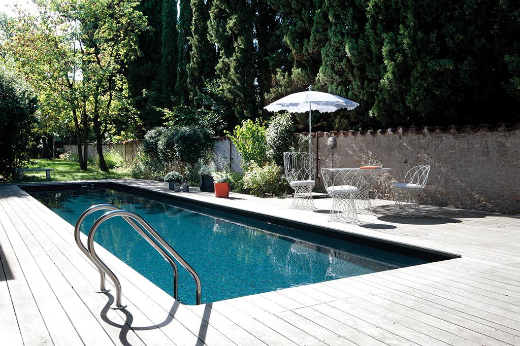 Pool mit Sonnenschirm