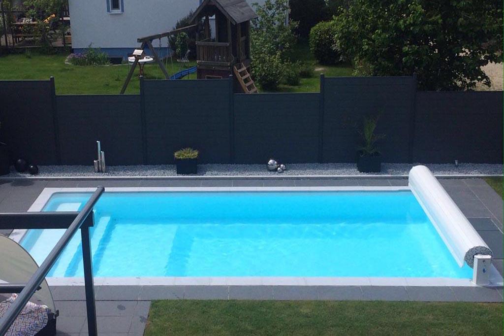 Swimmingpool mit elektrischer Rolloabdeckung