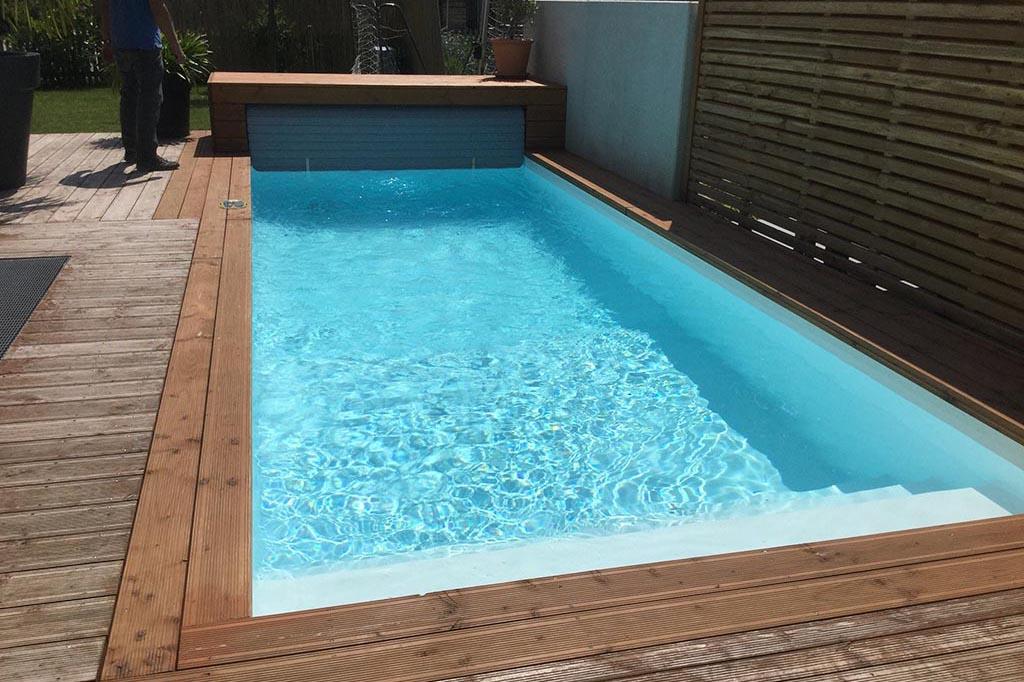 Pool mit breiter Treppe