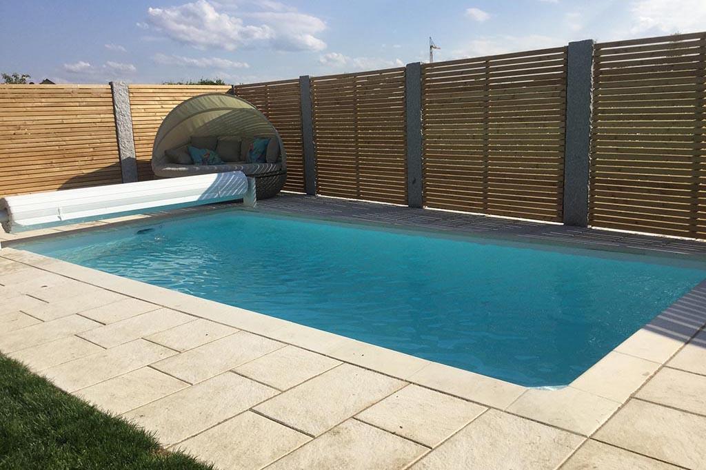 Desjoyaux Pool mit Möbeln und Abdeckung