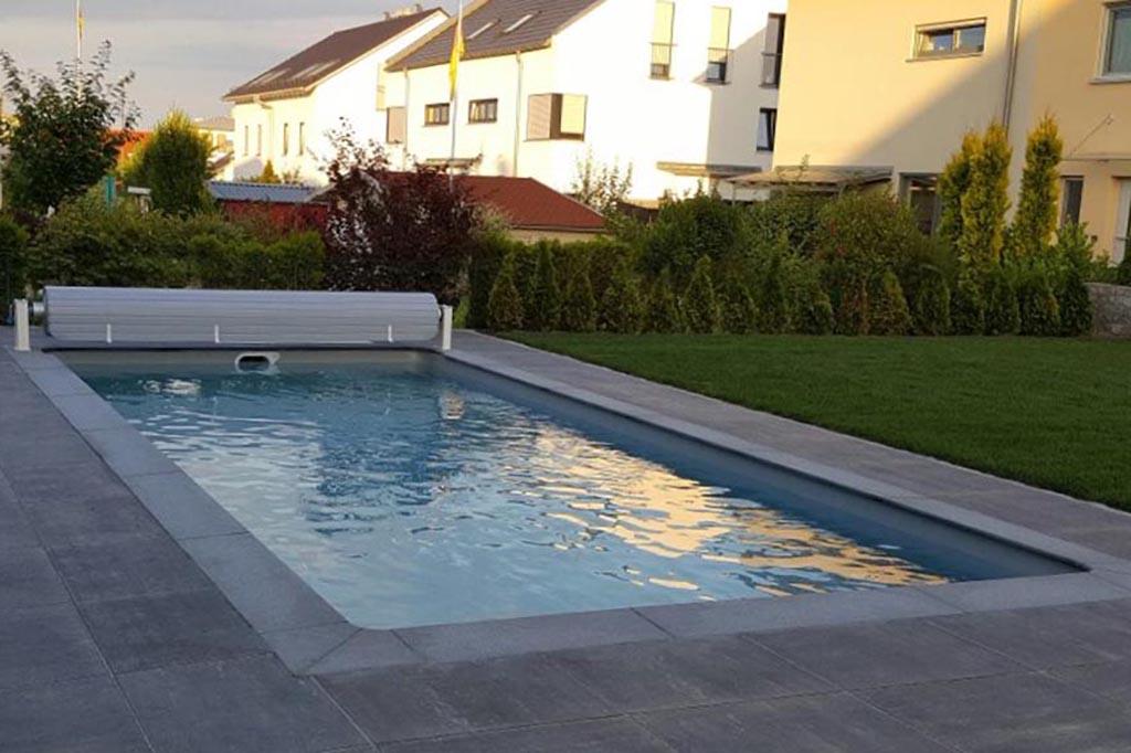Pool mit Desjoyaux Filter und Rolloabdeckung