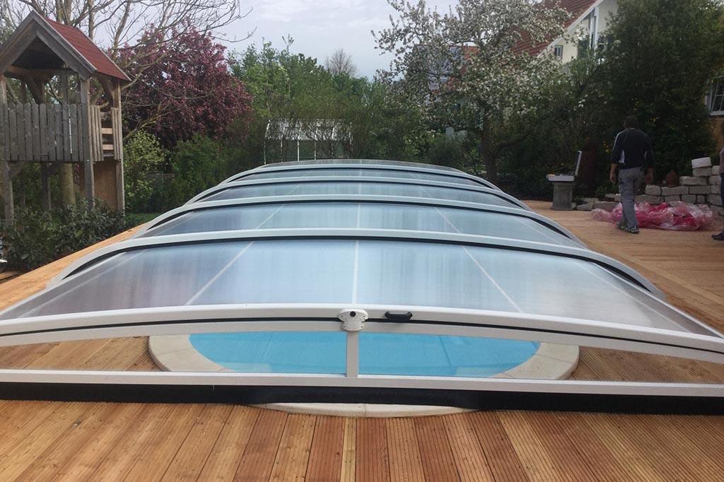 Pool mit Poolüberdachung geschlossen