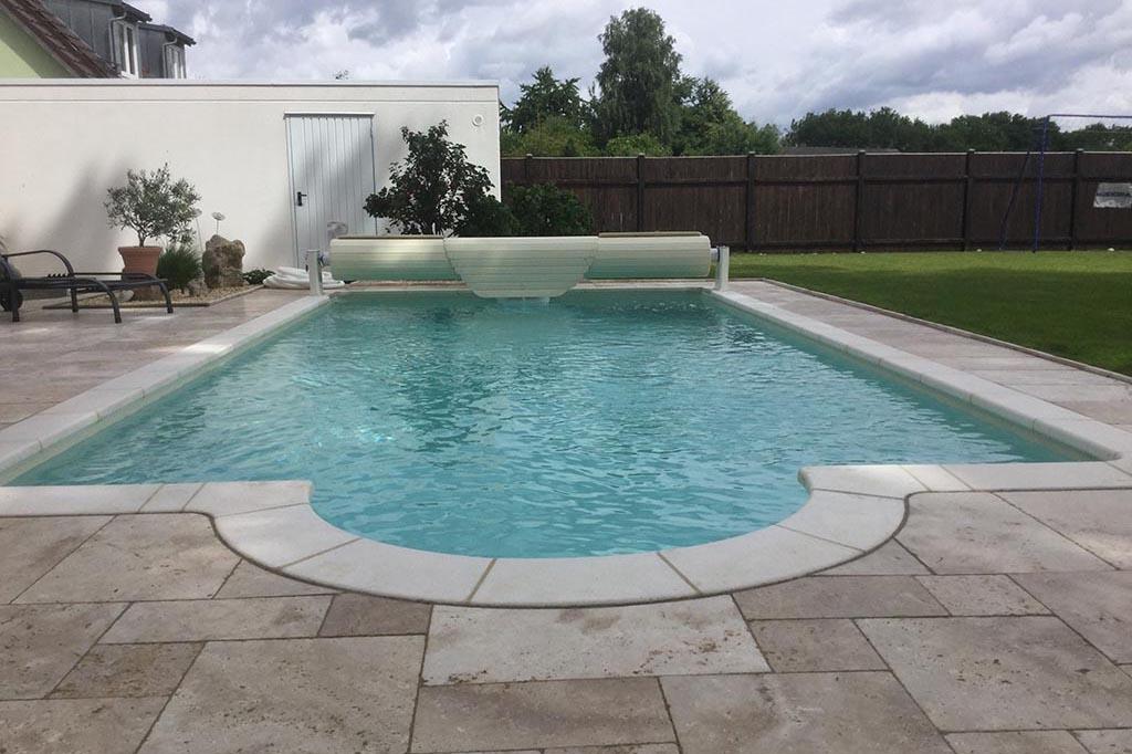 Pool mit Rolloabdeckung oberflur
