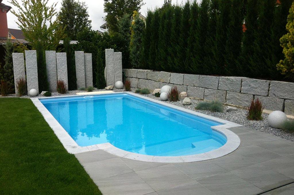 Swimmingpool in privatem Garten