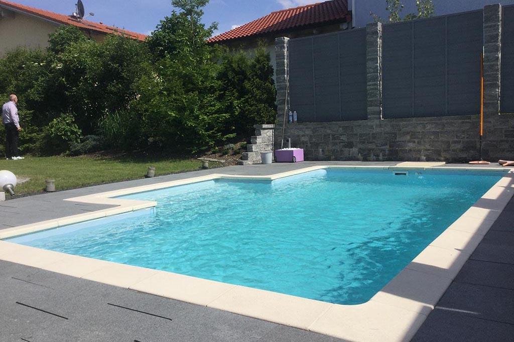 Desjoyaux Swimmingpool im Garten