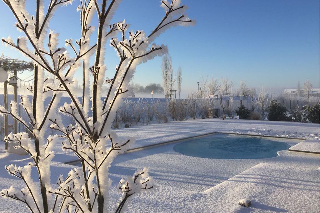 Gartenpool im Winter