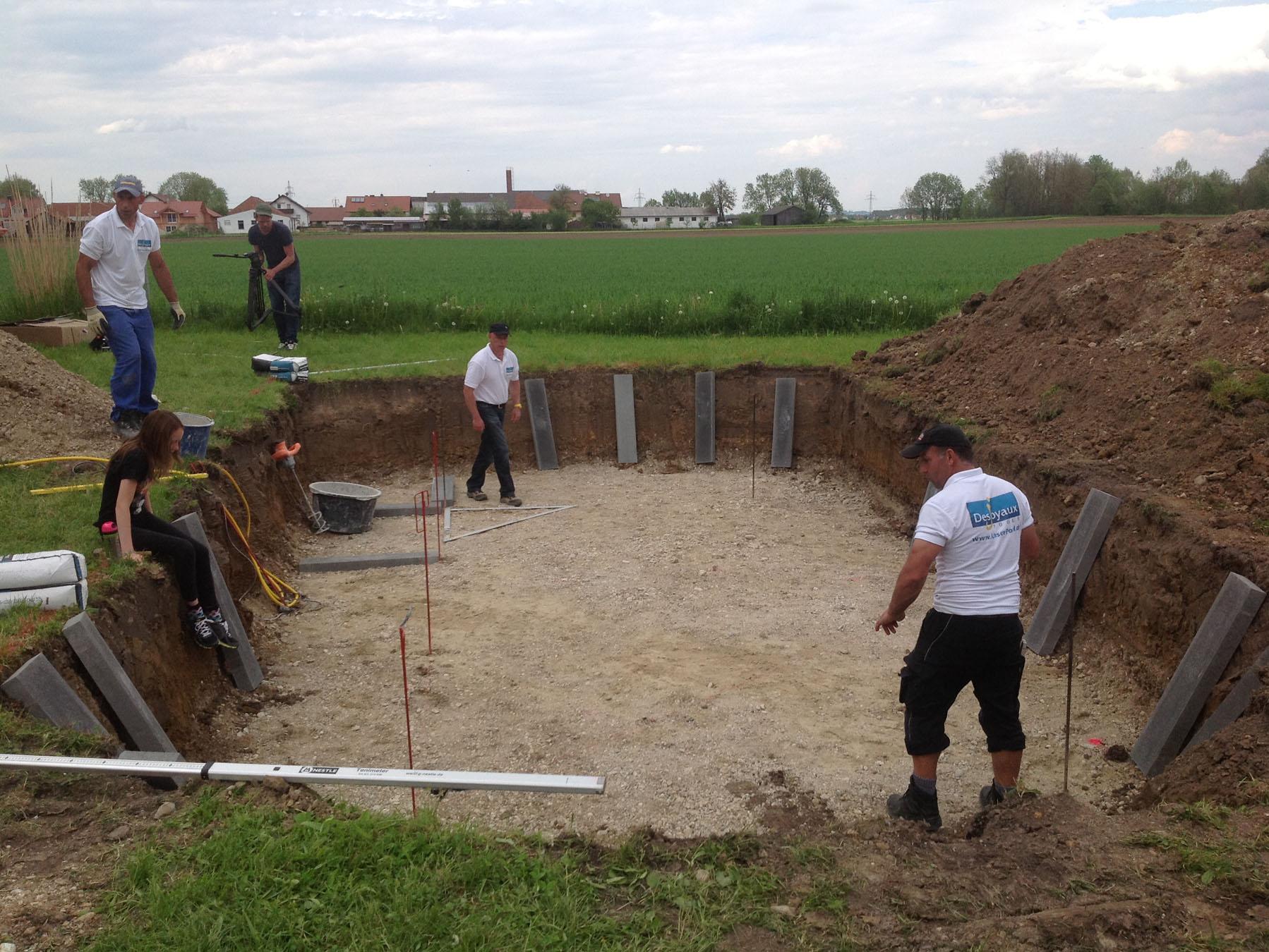 Pool bauen - Rabatten setzen