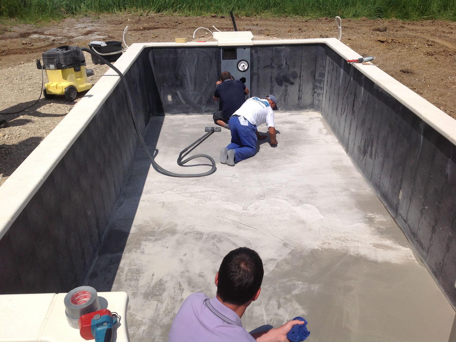Pool: Letzter Feinschliff Boden und Wände