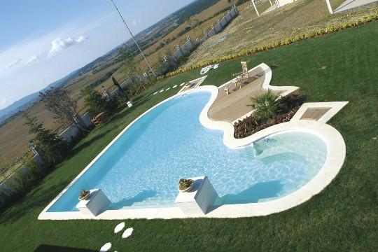 Desjoyaux Pool in Herzform