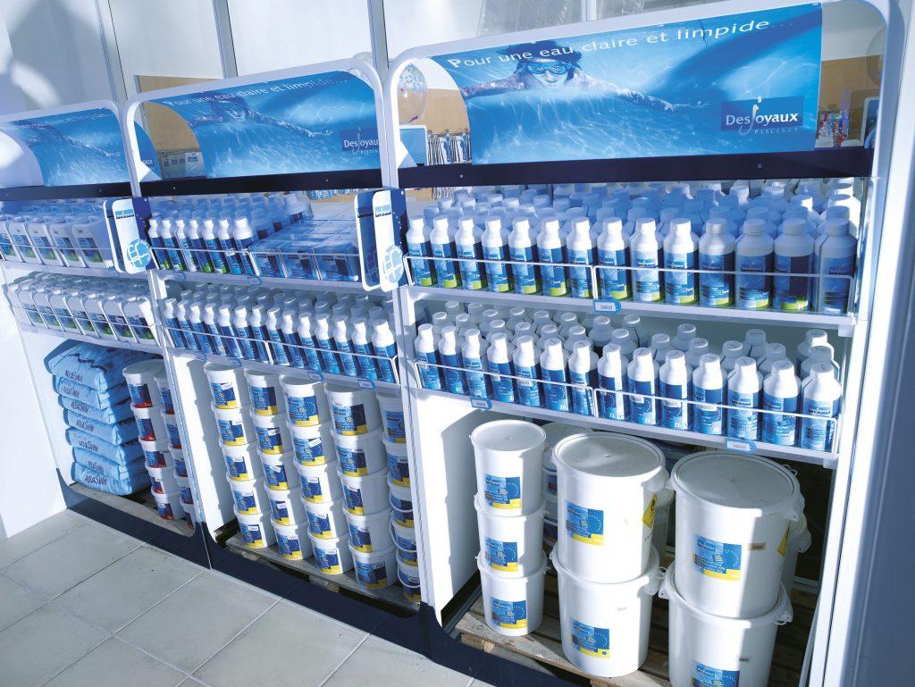 Pflegemittel und kompetente Beratung Chlortabletten Salz pH-Senkung und -Hebung Antialgenmittel Überwinterungsmittel Und vieles mehr PFLEGEZUBEHÖR Wassertester Reinigungsgeräte Poolpflegemittel Und vieles mehr