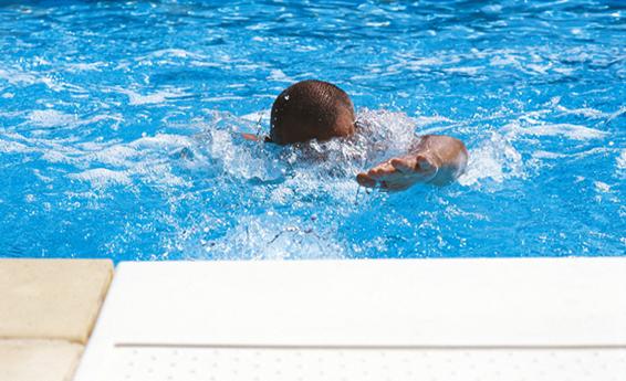 Pool Gegenstromanlage sportliches Schwimmen